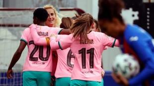 Las jugadoras del Barcelona celebran un gol en Unbe ante el Eibar.