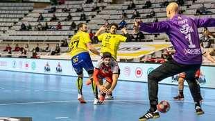 Un momento del partido entre el Huesca y el Bidasoa /
