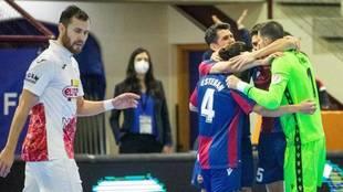 Los jugadores del Levante celebran uno de los goles ante ElPozo.