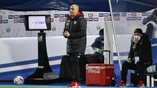 Nafti, en el área técnica durante un partido