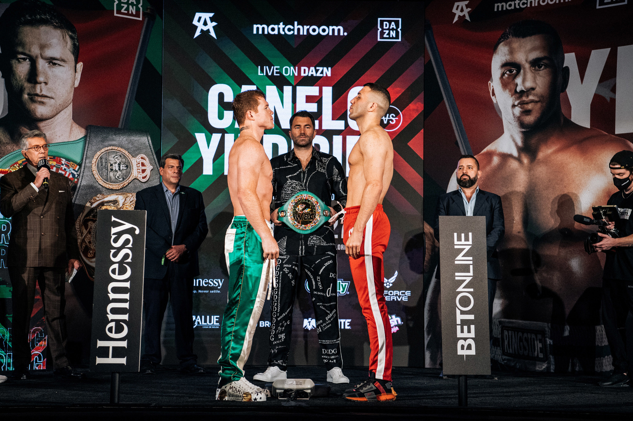 Canelo Álvarez vs Avni Yildirim hoy en vivo: Horario y dónde ver por TV la pelea de box por los títulos supermedianos