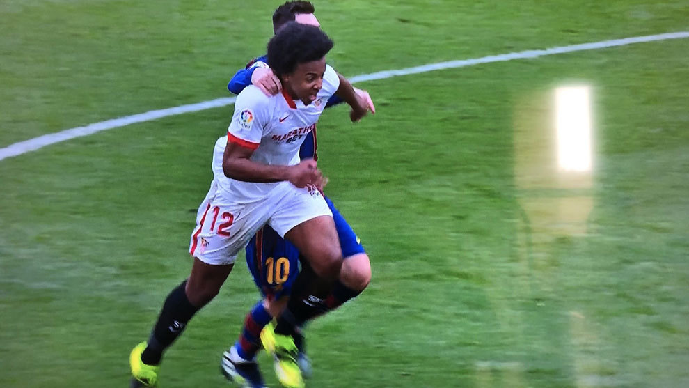 Andujar Oliver: Messi's challenge on Kounde was not worthy of a second yellow card