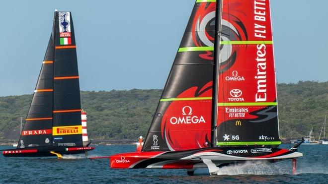 Emirates Team New Zealand y Luna Rossa, en Auckland.