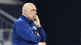 Christian Gross, entrenador del Schalke 04, en un partido.