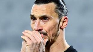 Ibrahimovic, con gesto serio en un partido del Milan.