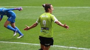 Belén Martínez celebra uno de los goles anotados ante el EDF...