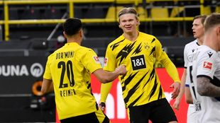 Reinier celebrates with his teammate Erling Haaland