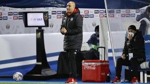 Nafti, anima a sus jugadores durante un partido