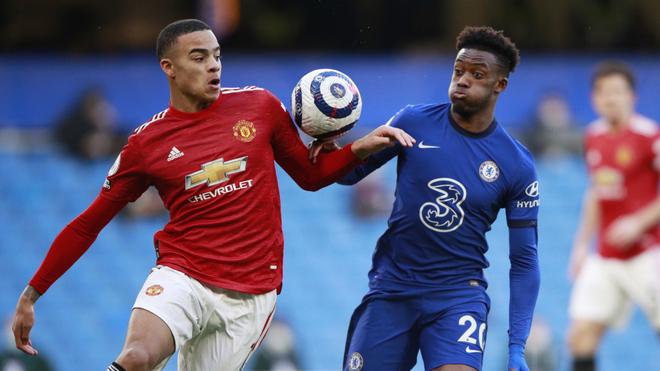 Chelsea y Manchester United no pasan del empate en la fecha 26.