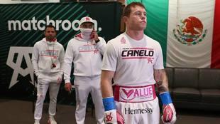 Eddie Hearn asegura ser fanático del Canelo Álvarez.