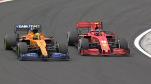 Norris, luchando con Leclerc en el GP de Hungría 2020.