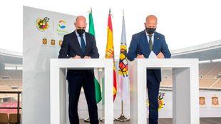 Luis Rubiales, presidente de la RFEF, y el consejero andaluz de...