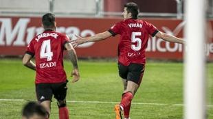 Vivian celebra el gol que marcó al Málaga