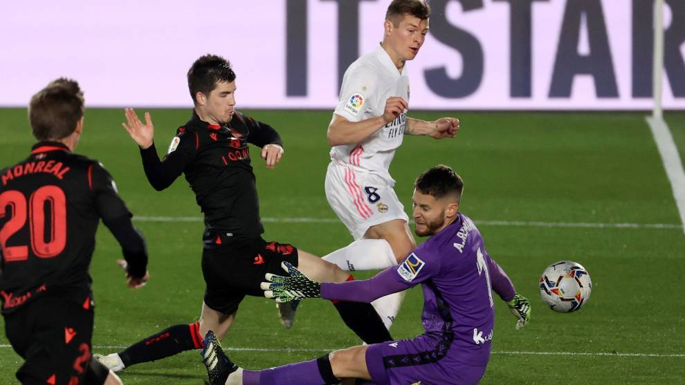Real Madrid suffer pre-derby drop