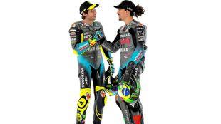 Valentino Rossi y Franco Morbidelli se saludan.