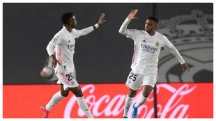 Rodrygo y Vinícius celebran el empate ante la Real Sociedad.