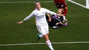 Marta Cardona celebra un gol ante el EDF Logroño en Valdebebas.