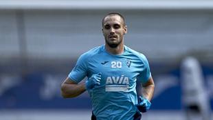 Correa en un entrenamiento con el Eibar