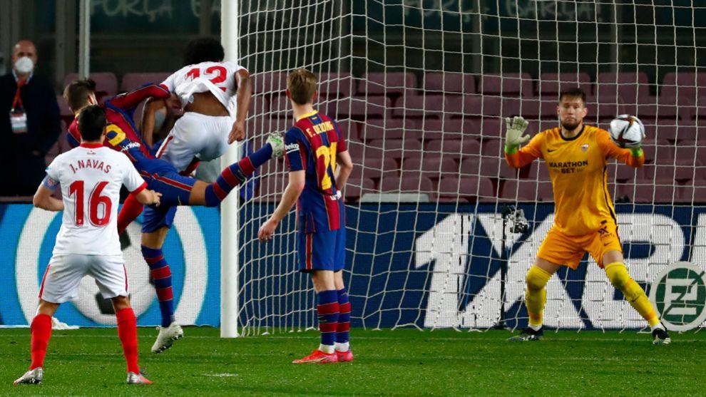 Piqué se viste de Ramos y clasifica al Barça para la final de Copa del Rey
