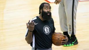 James Harden, de los Brooklyn Nets, al ser presentado en su primer...