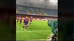Así se vivió el gol de Piqué a pie de campo: El cámara del club grita más que Piqué