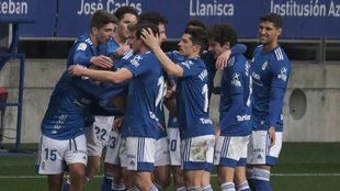Los jugadores del Oviedo celebran un gol.