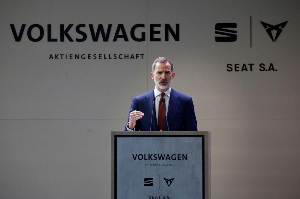 El rey Felipe VI durante su intervención en la visita que este viernes realiza junto a presidente del Gobierno, Pedro Sánchez, a la fábrica de SEAT en Martorell.