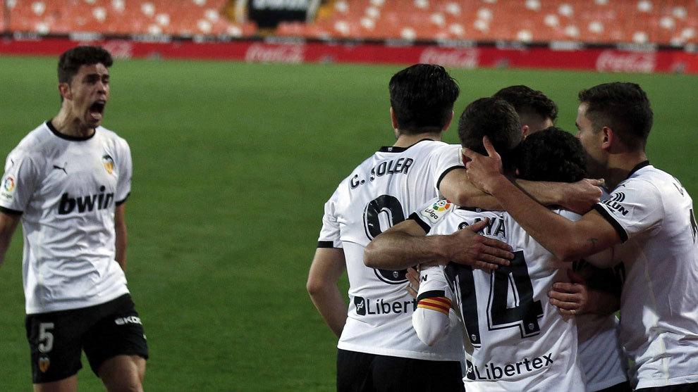 Guedes y Cillessen alivian al Valencia