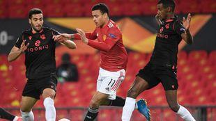 Merino corta el avance de Greenwood, en el partido ante el United.