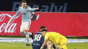 Aspas celebra su gol al Huesca.