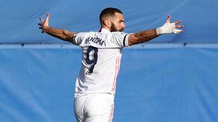 Benzema, celebrando un gol en Valdebebas