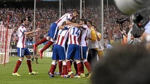 Los jugadores del Atlético celebran un gol en el último triunfo de...