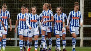 Varias jugadoras realistas, en un partido anterior en Zubieta.