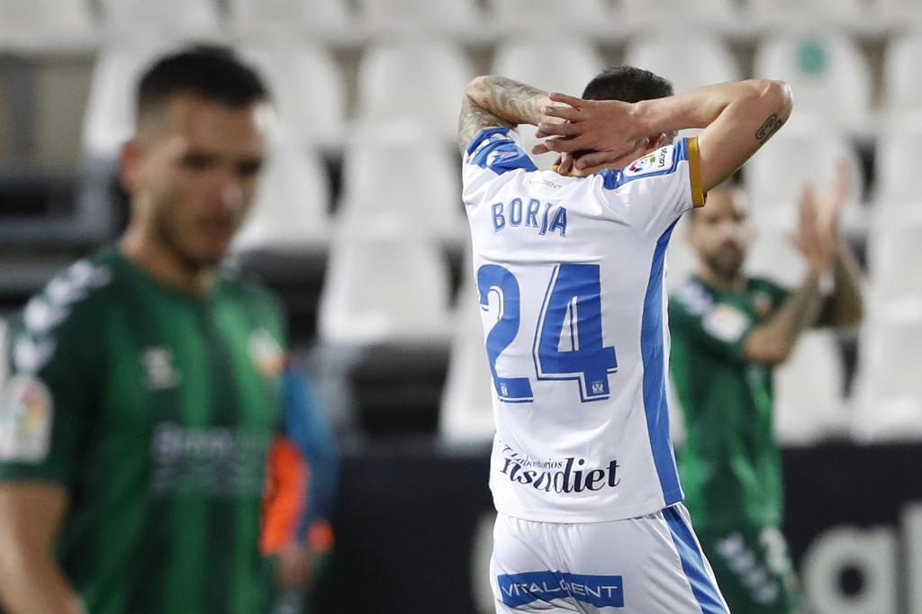 Borja Bastón se lamenta de que su cabezazo se marchase desviado /
