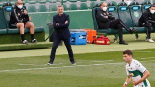 Escribá da instrucciones durante el choque ante el Sevilla.