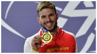Oscar Husillos luce el oro logrado en los 400 metros de Torun.