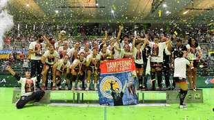 El Málaga Costa celebra la Copa de la Reina de 2020 /