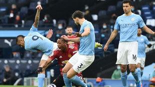 Luke Shaw hace el segundo del United