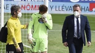 Rubén Blanco se marcha llorando tras lesionarse en su rodilla...