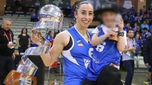 Silvia Domínguez, con su hijo, celebra el triunfo en la Copa de la...