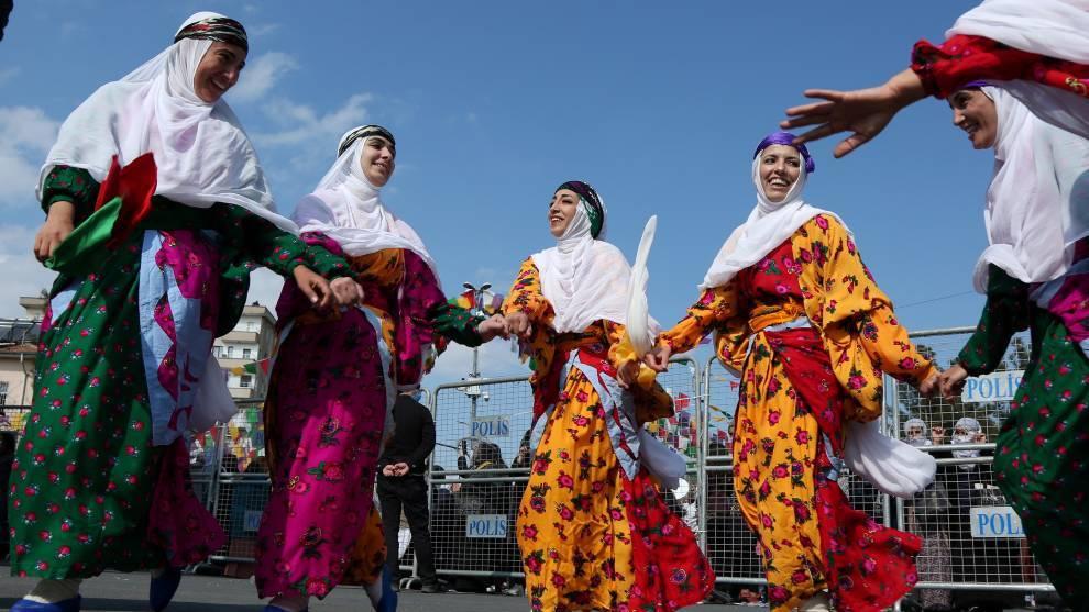 Danza tradicional en Turquí por el Día Internacional de la Mujer   Reuters