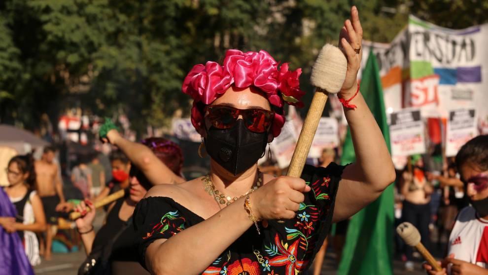Mujeres en Argentina también salieron a las calles de Buenos Aires   Reuters