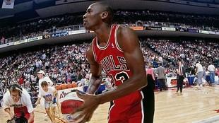 Michael Jordan, durante el concurso de mates del All Star de 1990.