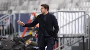Pochettino, en la zona técnica en un partido del PSG.