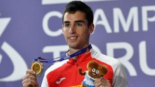 Jesús Gómez posa con el bronce en la prueba de 1.500 del Europeo...