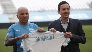 Sampaolil con el presidente Longoria en su presentación.
