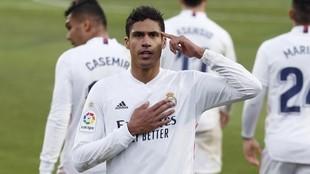 Varane celebra uno de los goles que ha marcado con el Real Madrid.