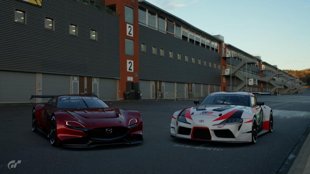Mazda RX-VISION GT3 CONCEPT y Toyota GR Supra Racing Concept