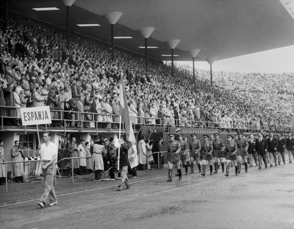 Selección española desfilando en la ceremonia inaugural de Helsinki 1952