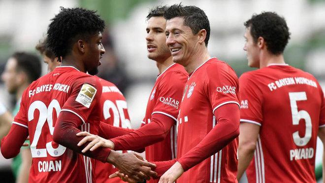 Lewandowski celebra su gol al Werder Bremen.